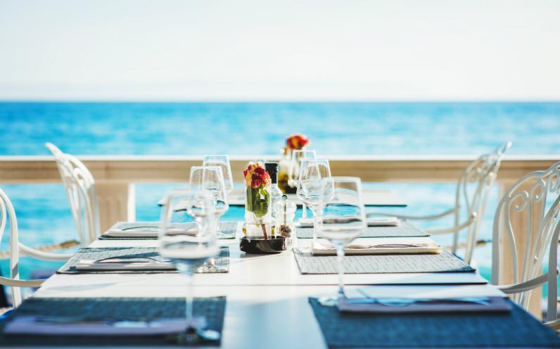 φαγητό με θέα θάλασσα θεσσαλονίκη