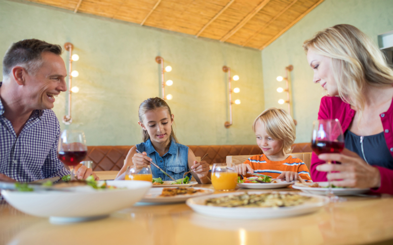 φαγητό με την οικογένεια