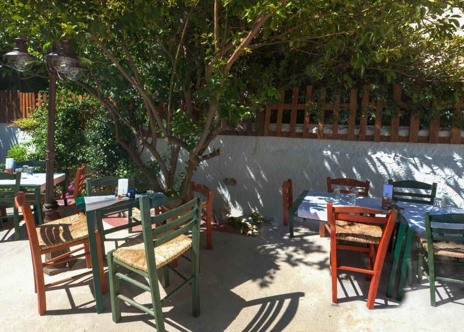 μεζεδοπωλεία με αυλή στο Χαλάνδρι